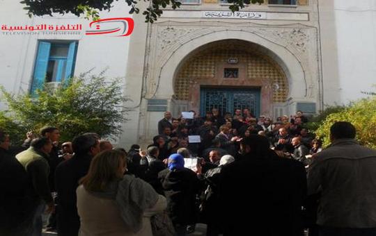 وقفة احتجاجية للأساتذة المعتصمين أمام مقر وزارة التربية للمطالبة بانتدابهم